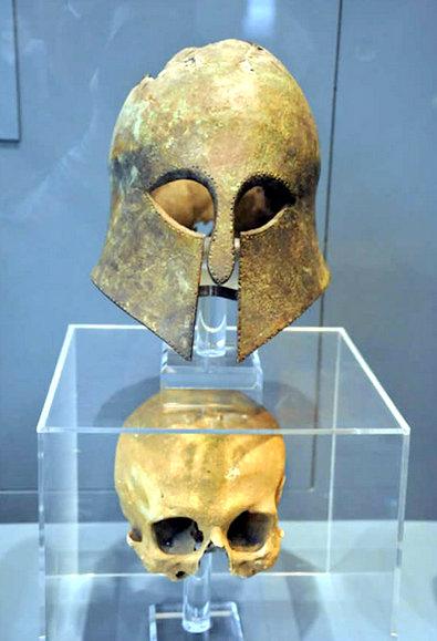 Korintischehelmroyalontariomuseum.jpg